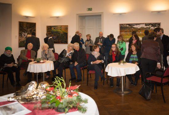 Im Festsaal auf Schloss Ennsegg werden Landschaftsbilder aus dem Salzkammergut im Großformat auf Alu Dibond präsentiert.